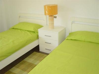 Twin bedroom (2)