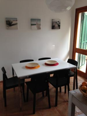 the dining area between the living room and kitchen