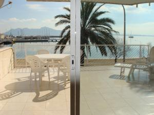 35m2 furnished front balcony with sea views