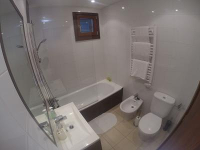 Lovely bathroom with power shower